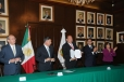 Firma Rubén Moreira decreto de estímulos fiscales estatales para expedición de certificado