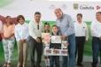 En Ciudad Frontera, el Gobernador Rubén Moreira entregó paquetes de útiles escolares en la Escuela Primaria Venustiano Carranza.