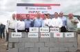 En Monclova, el Gobernador Rubén Moreira Valdez colocó la primera piedra de la empresa de origen coreano INFAC.